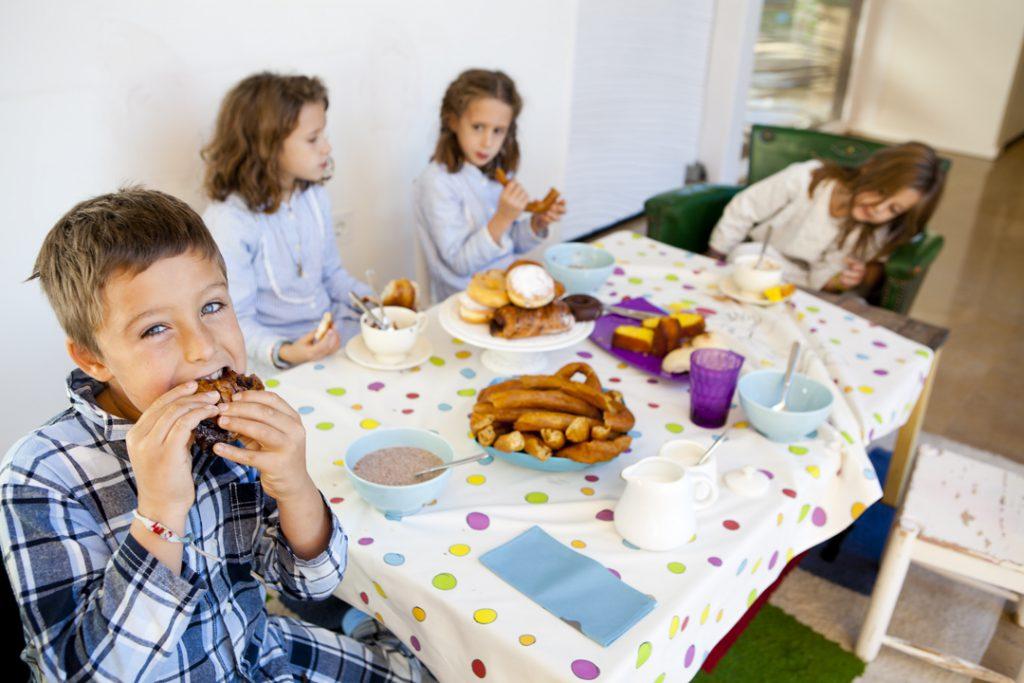 MrBroc: manteles personalizados con los dibujos de tus niños. Rutinas en familia