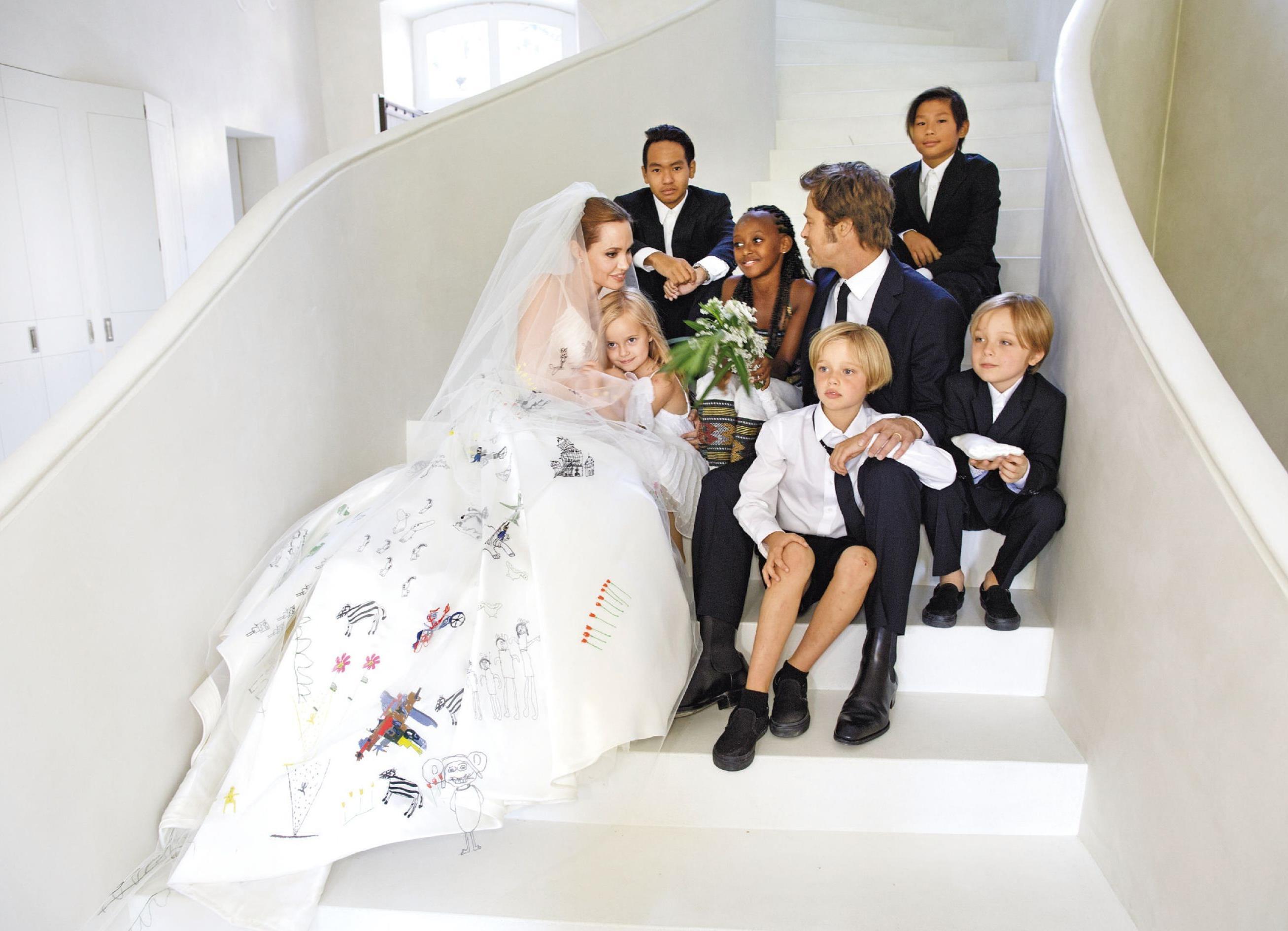 Regalos con dibujos del vestido de novia de Angelina Jolie