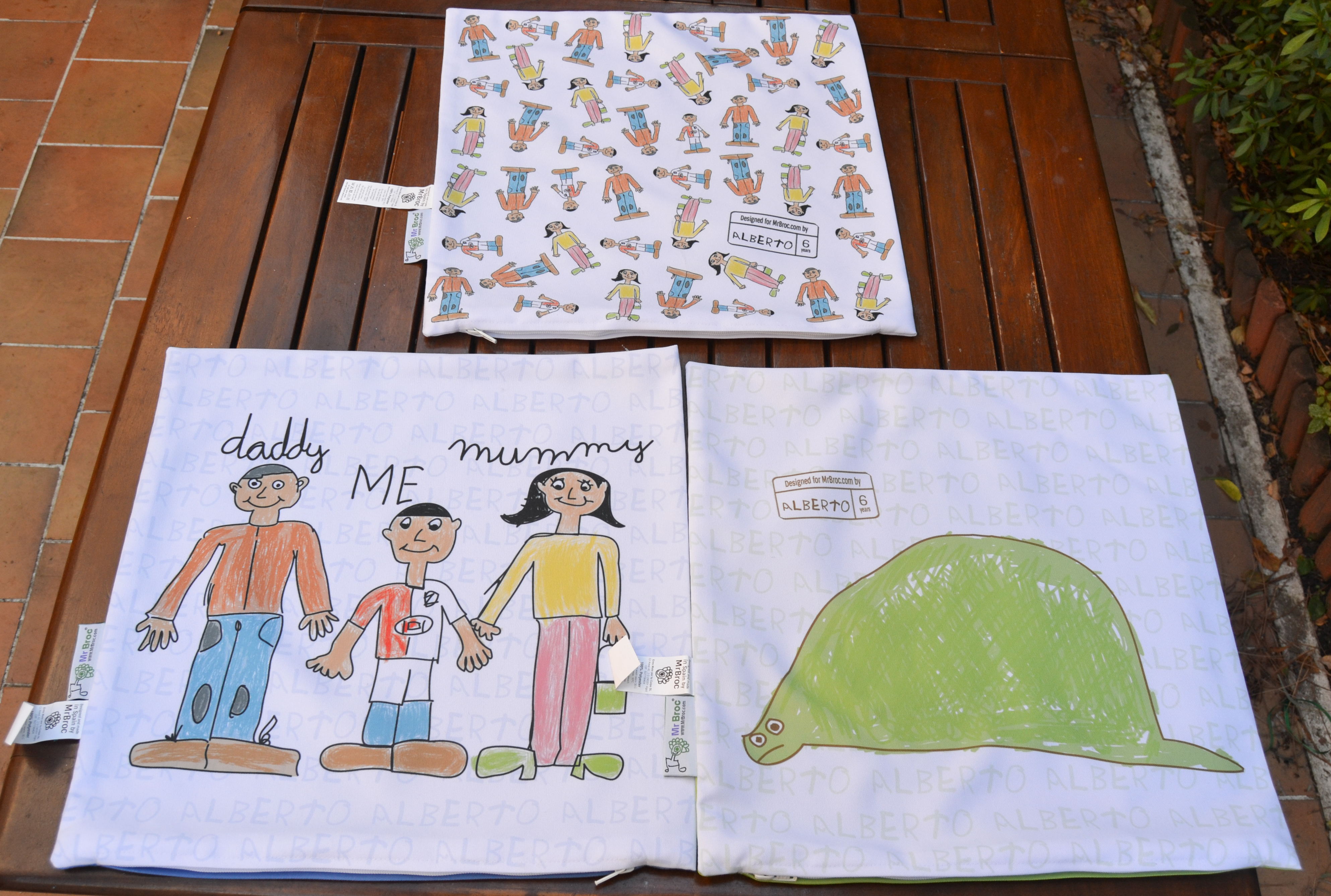 Cojines con dibujos de la familia MrBroc
