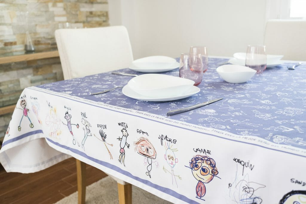 regalo al profe: mantel personalizado con dibujos de los niños