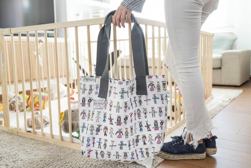 regalo al profe: bolsos personalizados con dibujos de los niños