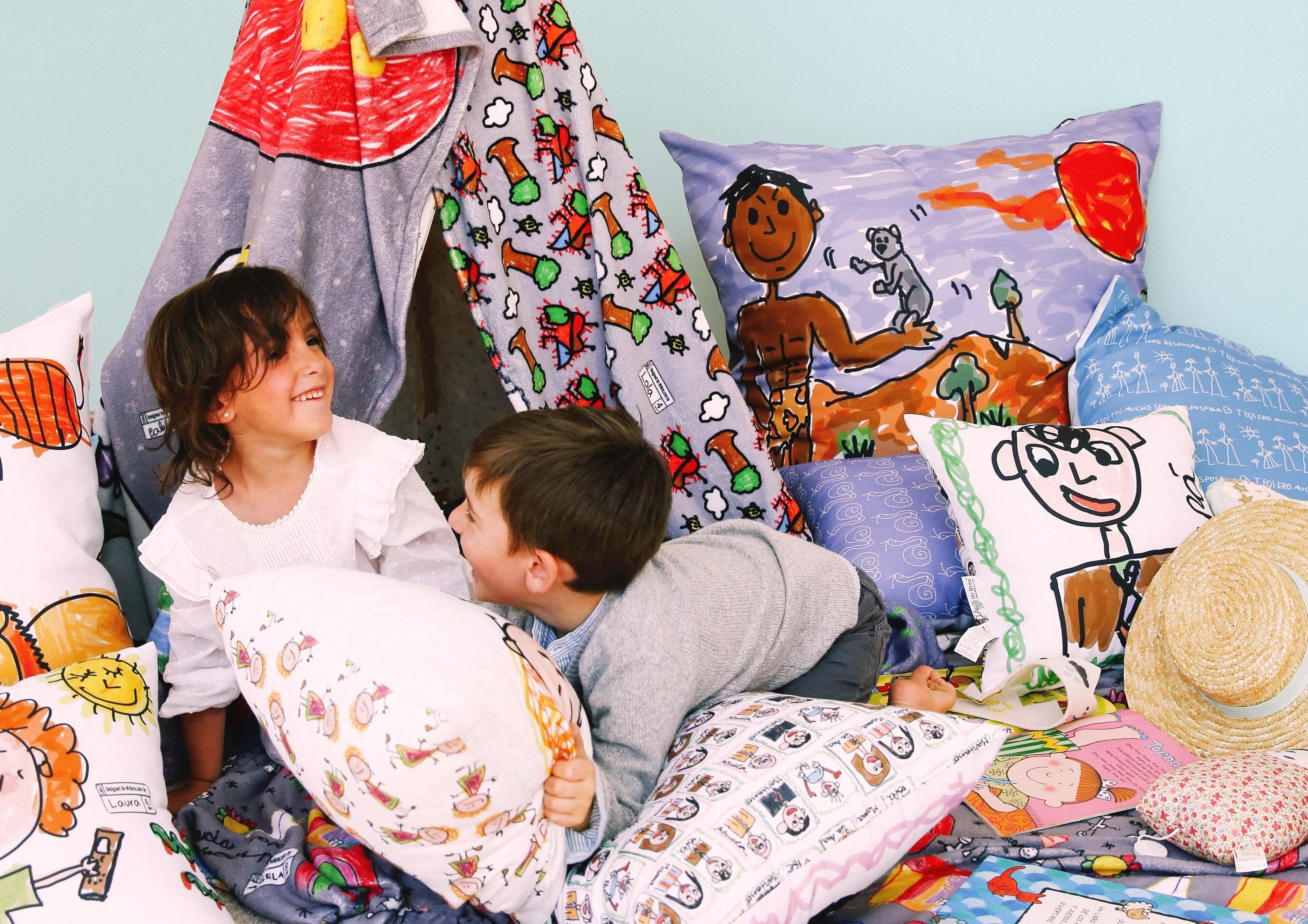 niños jugando en casa