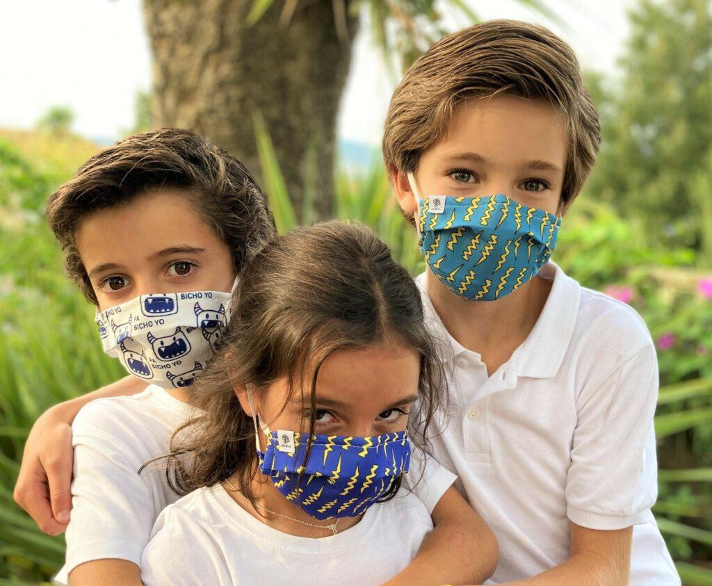 los niños vuelven al cole con mascarilla